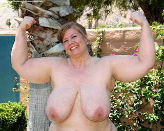 Girls wear breast naked